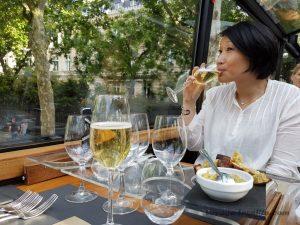 """Blog """"Voyage Insolite"""" à Paris avec le Bustronome et coupes de Champagne"""