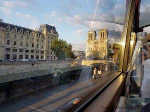 """Blog """"Voyage Insolite"""" à Paris avec le Bustronome devant Notre-Dame"""