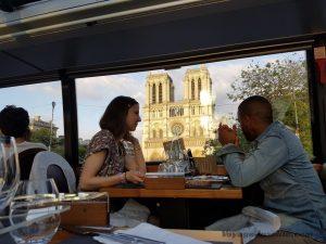 """Blog """"Voyage Insolite"""" à Paris avec le Bustronome et le sosie de Soprano devant Notre-Dame"""