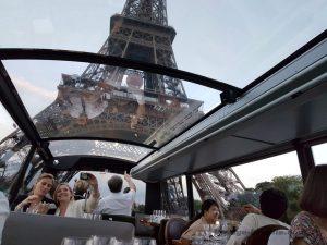 """Blog """"Voyage Insolite"""" à Paris avec le Bustronome devant la Tour Eiffel"""